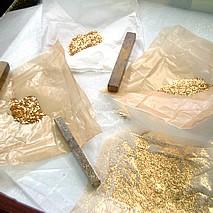 蒔絵に使う金粉
