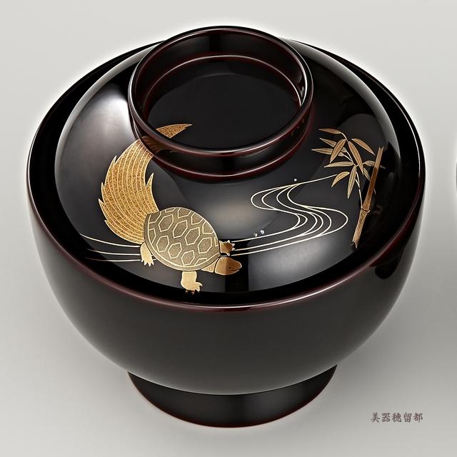 「輪島塗 雑煮椀 夫婦 溜塗 鶴亀松竹梅蒔絵」 亀と竹の蒔絵の椀