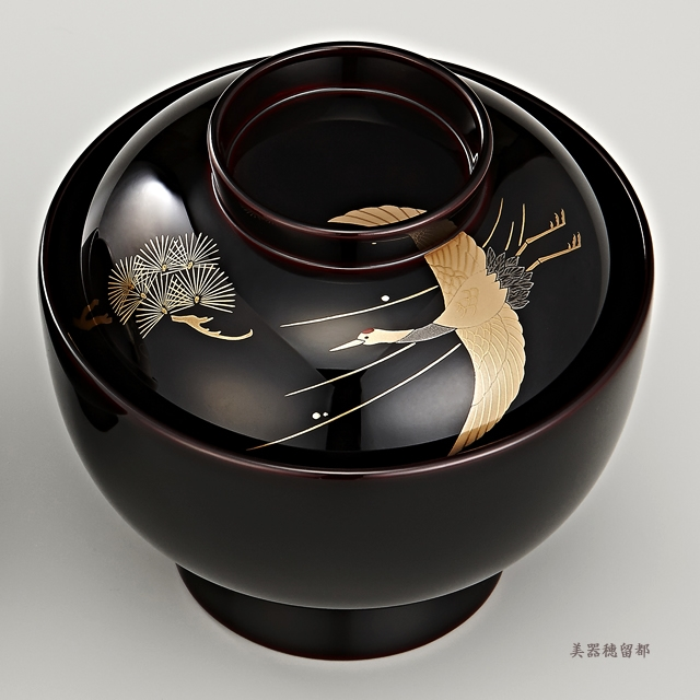 「輪島塗 雑煮椀 夫婦 溜塗 鶴亀松竹梅蒔絵」 鶴と松の蒔絵の椀