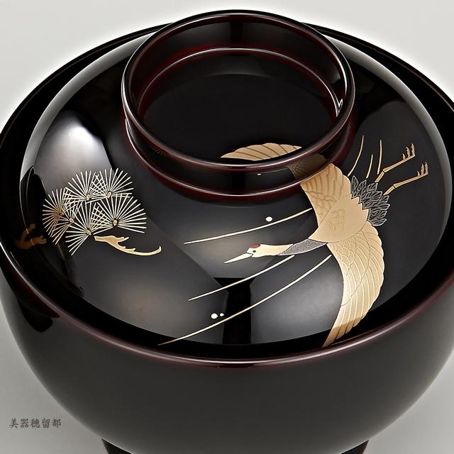 """<p class=""""eig"""">Urushi Art Wajimanuri:Soup bowl zouni-wan, pair bowl (code:1196)</p><p class=""""ga1"""">輪島塗 雑煮椀 夫婦 溜塗 鶴亀松竹梅蒔絵(桐箱入り)</p><p class=""""ga1"""">鶴と松の蒔絵の椀(部分)</p>"""
