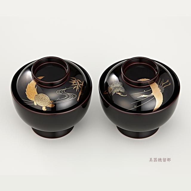 """<p class=""""eig"""">Urushi Art Wajimanuri:Soup bowl zouni-wan, pair bowl (code:1196)</p><p class=""""ga1"""">輪島塗 雑煮椀 夫婦 溜塗 鶴亀松竹梅蒔絵(桐箱入り</p><p class=""""ga1"""">鶴と松の蒔絵の椀(部分)</p>"""