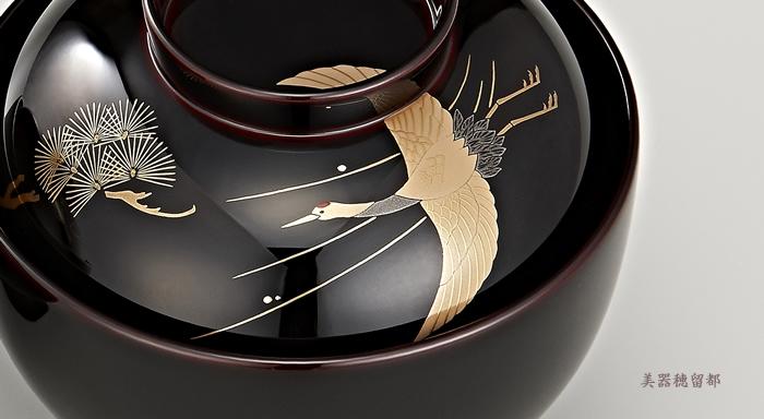 輪島塗 雑煮椀 夫婦 溜塗 鶴亀松竹梅蒔絵(桐箱入り)の鶴の蒔絵のある雑煮椀