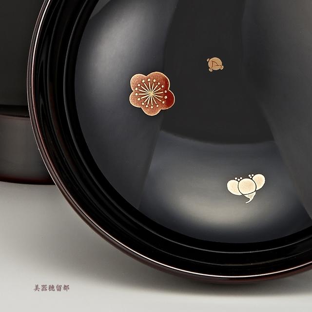 「輪島塗 雑煮椀 夫婦 溜塗 鶴亀松竹梅蒔絵」蓋裏に梅の蒔絵