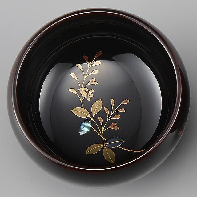 "<p class=""eig"">Urushi Art Wajimanuri:sake cup (a single article) a japanese bush clover (code:3162 - a japanese bush clover)</p><p>輪島塗 ぐい呑み 溜塗り 草花季節蒔絵 萩</p>"