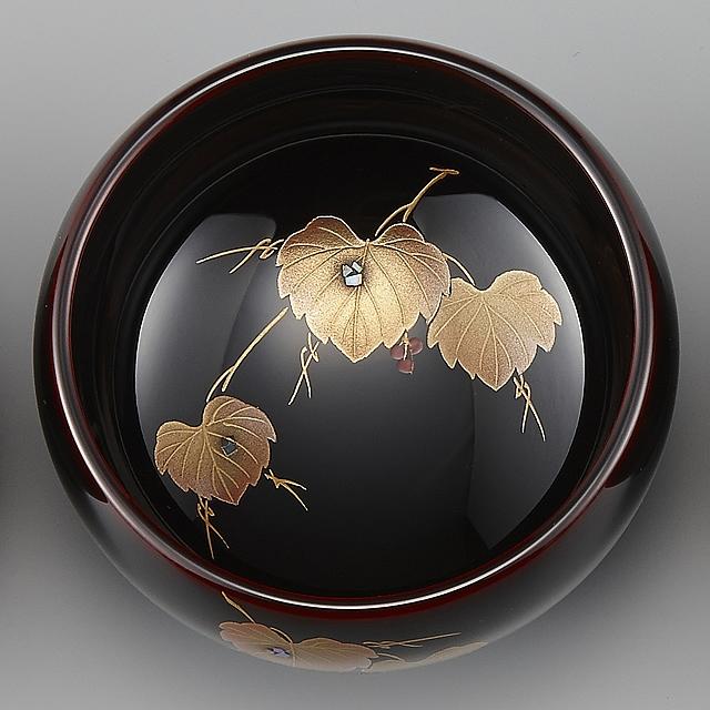 "<p class=""eig"">Urushi Art Wajimanuri:sake cup (a single article)  (code:3162 - ivy)</p><p>輪島塗 ぐい呑み 溜塗り 草花季節蒔絵 蔦/p>"