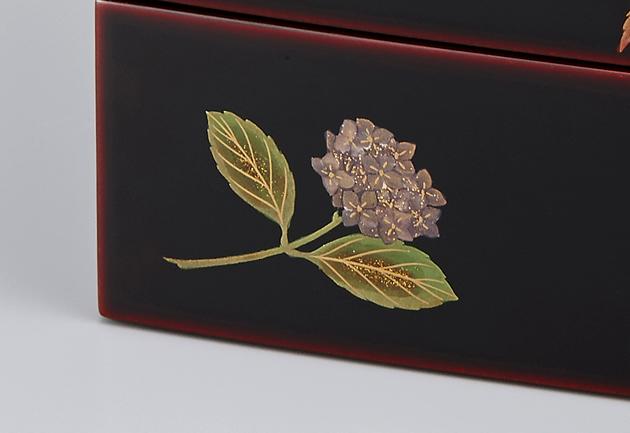 アジサイの蒔絵。// 輪島塗 重箱 小重二段 (5寸隅立胴張形) 外溜内朱 四季草花蒔絵