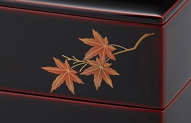 紅葉の蒔絵。// 輪島塗 重箱 小重二段 (5寸隅立胴張形) 外溜内朱 四季草花蒔絵
