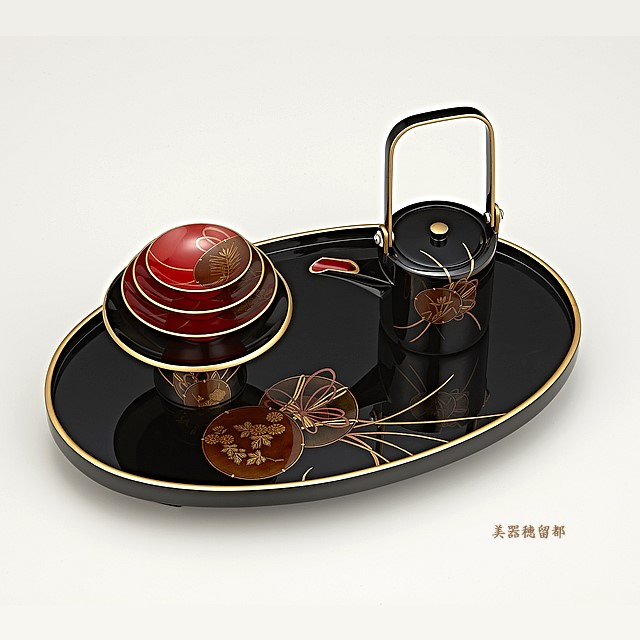 輪島塗 屠蘇器 小判形 鼓蒔絵:屠蘇台の蒔絵がよく見えるように、上からの撮影です。