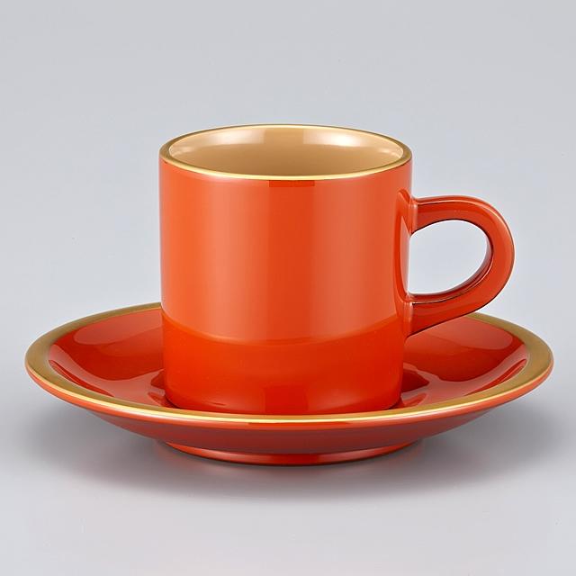 """<p class=""""eig"""">Urushi Art Wajimanuri:coffee cup (code:1906)</p><p class=""""nih"""">輪島塗 コーヒーカップ 金縁蒔絵 ペア 外黒内白/洗朱内白 漆塗りスプーン付き(桐箱入)</p><p class=""""i95"""">外洗い朱内白(そとあらいしゅうちしろ)<br>外側の色が""""洗い朱""""で内側が白いので外洗い朱内白と言います。<br>白といっても漆では""""真っ白""""を出せませんので、ベージュになります。</P>"""