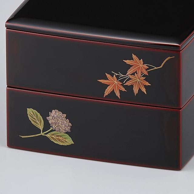 紅葉とアジサイ。・・・・・草花の組み合わせ方は自由です。お好みに合わせて御重を重ねてください。// 輪島塗 重箱 小重二段 (5寸隅立胴張形) 外溜内朱 四季草花蒔絵